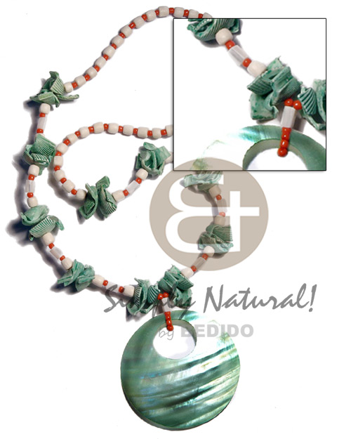 Kabibe Shell Glass Beads Red Coconut Green 40 mm Shell Necklace BFJ3607NK